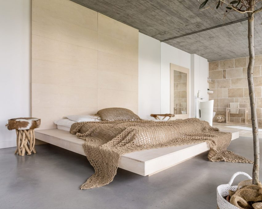 luxurious-bedroom-apartment-PFEFY2Q-scaled.jpg